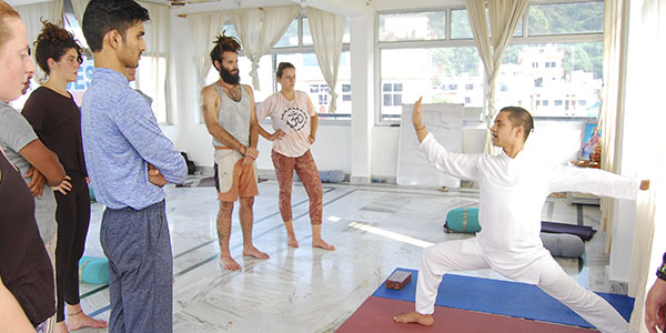 Formaciones de Yoga en India con Seraki