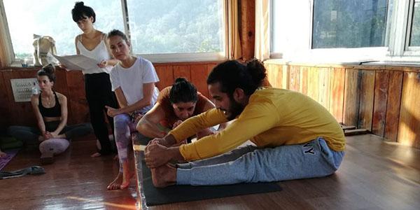 Talleres de Yoga y meditacion en India con Seraki